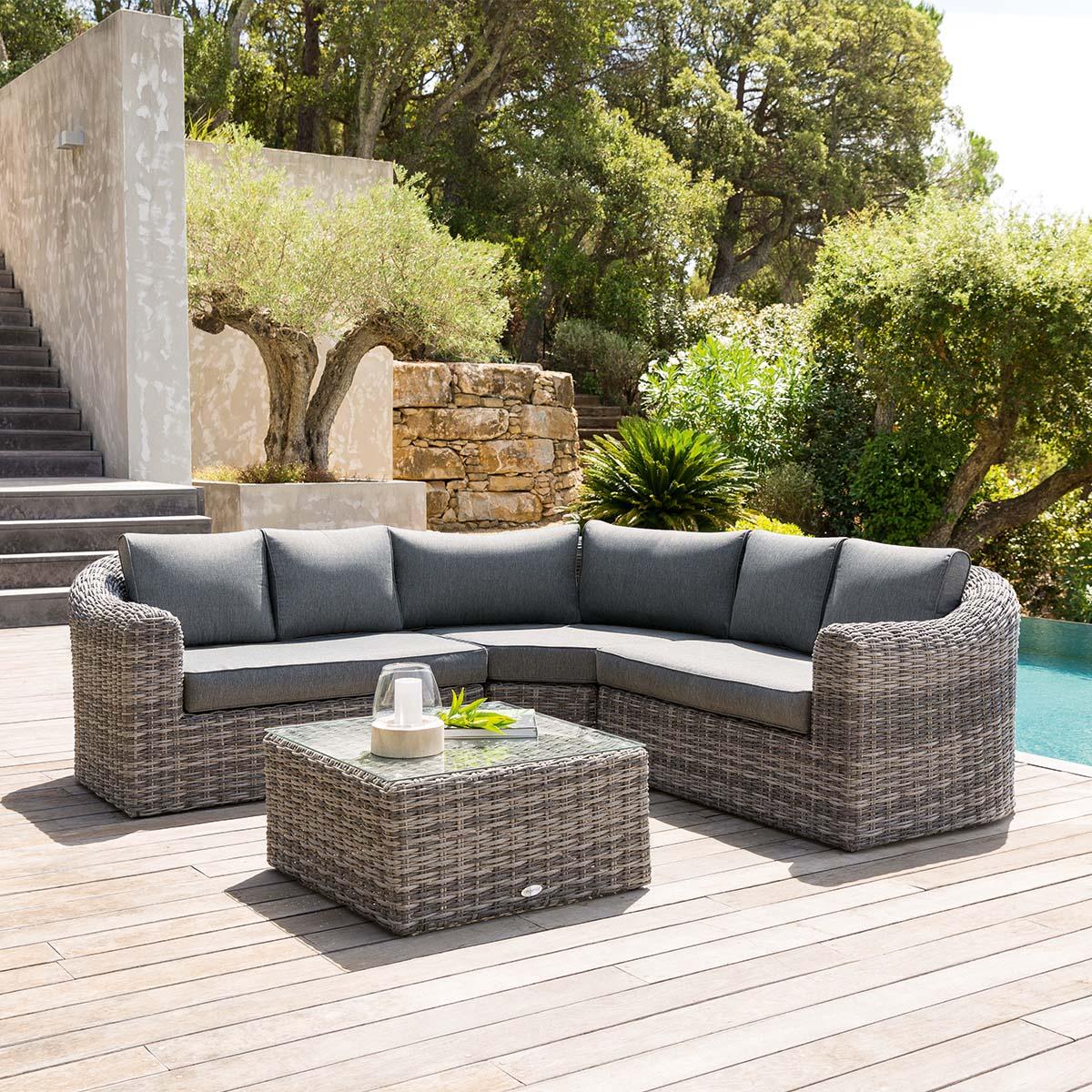 Salon d'angle de jardin Mooréa Terre d'ombre 5 places - Aluminium traité époxy, Résine tressée, Polyester - Hespéride terre d'ombre